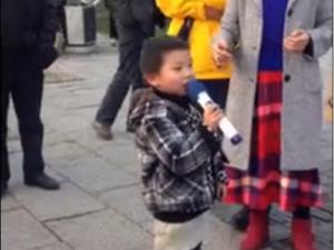 5岁正太街头喊麦《一人饮酒醉》_歪阅_最好看的YY新闻