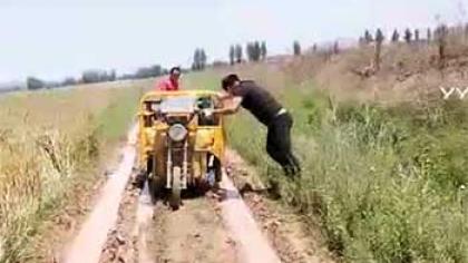 直播翻车?刚夸完就陷进了泥里