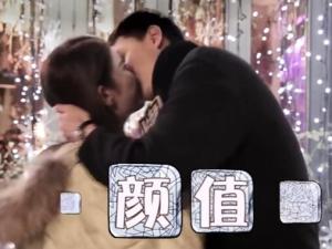 网红美女街头采访惨被强吻!_歪阅_最好看的YY新闻