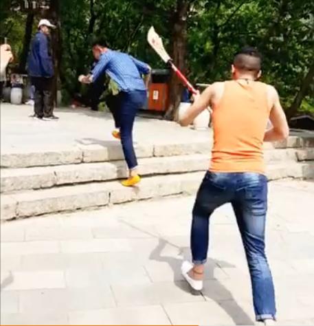zhaosf最新爆料:天佑景区耍宝被认出,一脸惆怅!